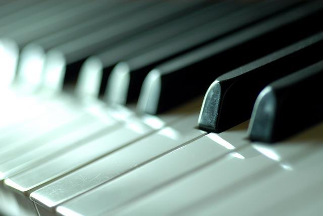 http://dancefloorisburning.files.wordpress.com/2009/11/20219-piano.jpg